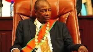 GUINEE : HUITS (8) pour un fauteuil