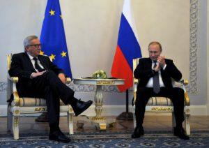 Le-president-russe-Vladimir-Poutine-D-president-Commission-europeenne-Jean-Claude-Juncker-Saint-Petersbourg-16-juin-2016_1_1400_989