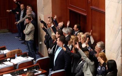 La Macédoine devient une «démocratie» à l'états-unienne